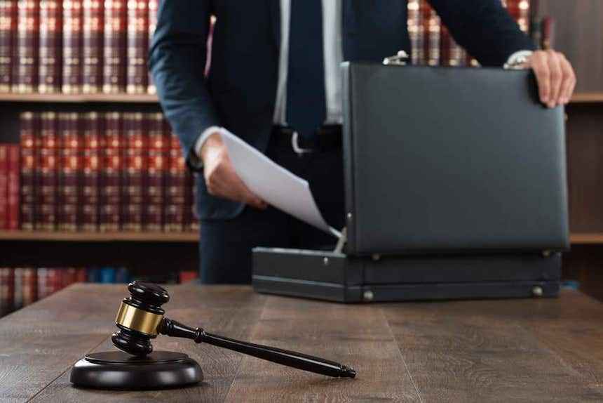 How-to-Handle-Relationships-During-a-Family-Lawsuit-anne-cohen-writes-acw