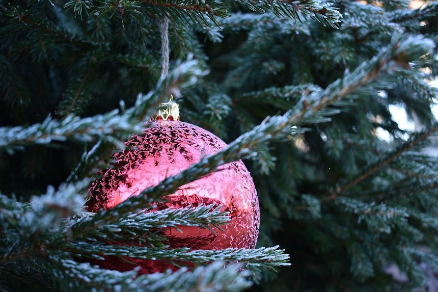 Elegant-Outdoor-Holiday-Decorating-Tips-and-Tricks