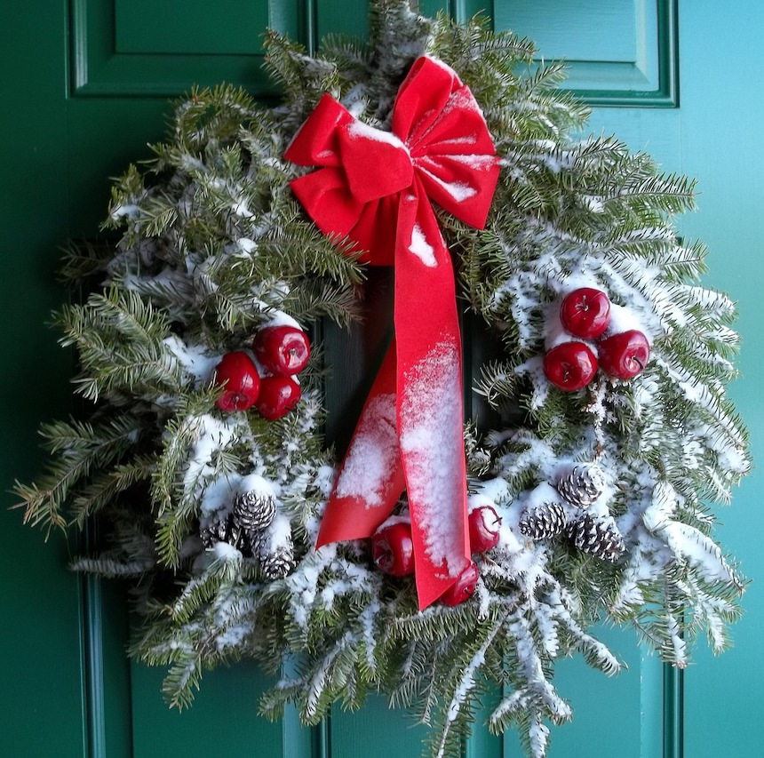 Elegant-Outdoor-Holiday-Decorating