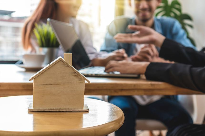 4-Tips-for-House-Hunting-During-Peak-Buying-Season