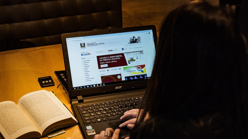 What-to-Look-for-When-Hiring-a-Lawyer-Online