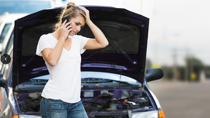 Car-stranded-road-safe