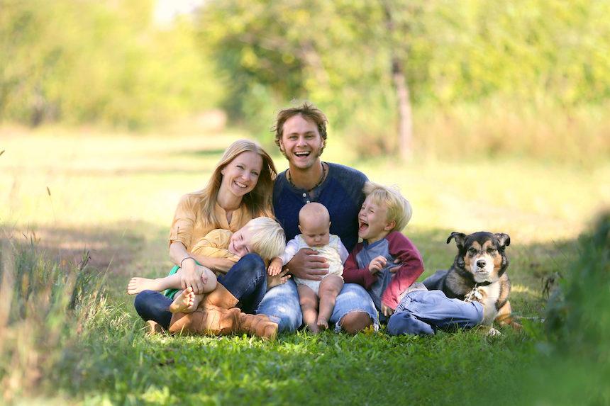 4-tips-for-taking-better-family-portraits-summer